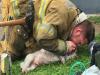 불길에서 구조한 강아지를 심폐소생술로 살려낸 소방관